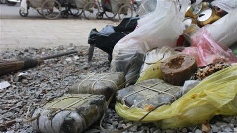 Bánh kẹo, chuối, xôi...chứng minh sự lãng phí của người Việt