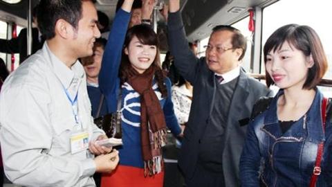 Bộ trưởng Thăng thấy xe bus khác Bí thư Hà Nội
