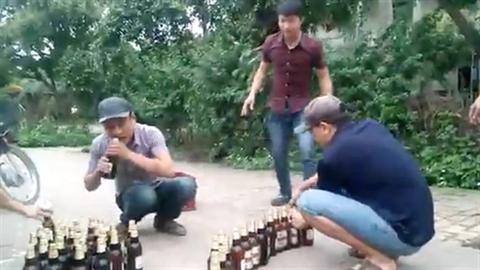 Thanh niên Việt bá đạo: Thi mở nắp bia bằng răng