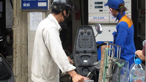 Giá xăng ngược chiều thế giới: Thị trường kiểu Việt Nam?