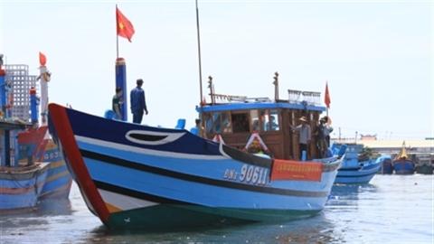 Hạ thủy tàu hậu cần cho ngư trường Hoàng Sa