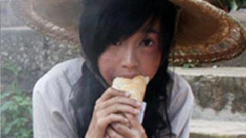 Ăn nhiều bánh mỳ trắng khiến làn da già trước tuổi