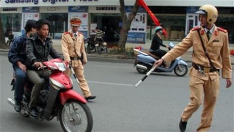 Cảnh sát giao thông tốt bụng thành...chuyện dị thường?