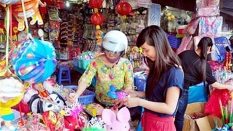 TP.HCM: Hàng TQ giá rẻ tràn ngập các khu chợ sinh viên