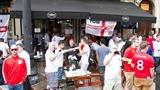 Fan tuyển Anh bị dân địa phương tấn công
