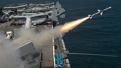 Australia tăng cường sức mạnh quốc phòng đối phó ai?