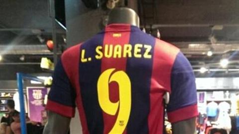 Áo Suarez lên kệ ở Barcelona