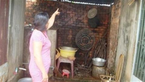 Treo cổ vì bị phát hiện quay lén...con riêng của vợ tắm