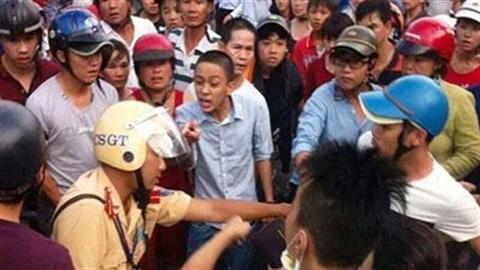 Phủ nhận thông tin CSGT suýt tông người bị dân hành hung