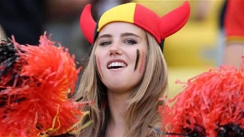 Đi cổ vũ World Cup, hot girl ngẫu nhiên thành người mẫu