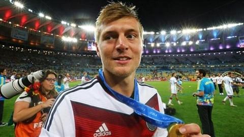 Real: mua xong Kroos vẫn chưa đủ 'dằn mặt' Barcelona