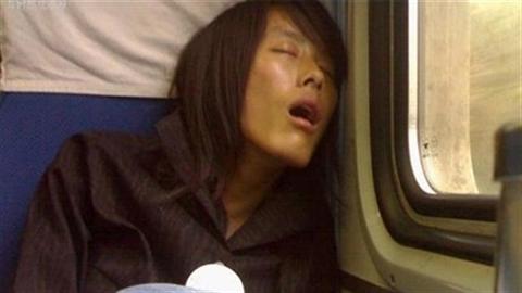 Bắt chồng tắm nước nóng để trị ngủ ngáy