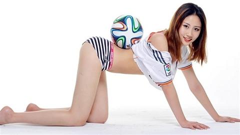 Bộ ảnh quyến rũ fan nữ đón James Rodriguez đến Real