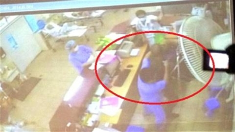 BV Bạch Mai: Người nhà 'cướp' bệnh nhân, hành hung bác sĩ