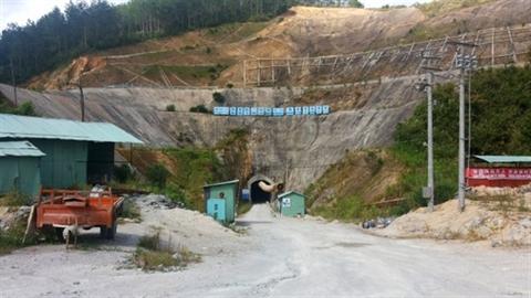Nhà thầu Trung Quốc đòi thêm tiền rồi bỏ về nước