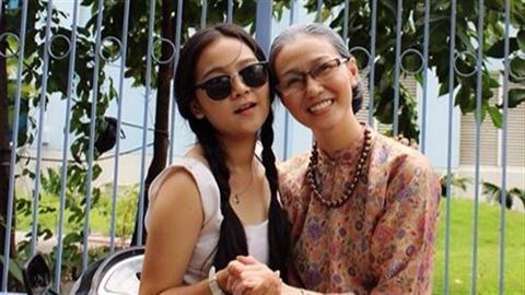 'Bà già' Khánh My tung ảnh nhí nhảnh bên Tiểu Angela Phương Trinh
