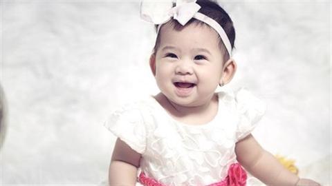 Mai Phương khoe con gái tròn 1 tuổi cực đáng yêu