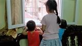 Một số trẻ em phố cổ bị...'đầy ải' trong cảnh tù túng