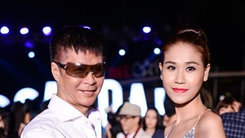 Đạo diễn Lê Hoàng 'tháp tùng' gái lạ đi xem phim