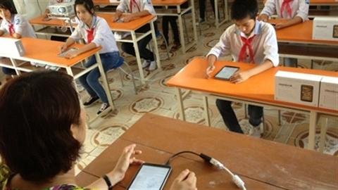 4000 tỷ làm SGK điện tử: TP.HCM không dùng máy
