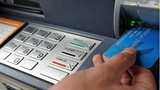 Người Trung Quốc làm thẻ tín dụng giả rút hàng tỷ đồng