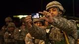 Quân đội các nước đau đầu với binh sĩ 'tự sướng' facebook