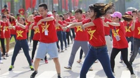 Hàng trăm bạn trẻ nhảy flashmob, xếp bản đồ Tổ quốc chào mừng Quốc khánh