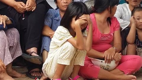 Tiếng khóc đứt ruột của con gái khi cha lĩnh án tử