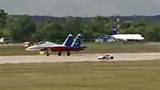 Lamborghini đua tốc độ cùng phi cơ chiến đấu Su-27