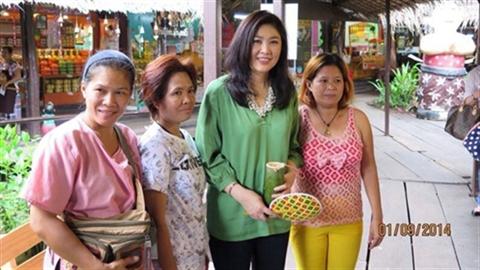 Cựu thủ tướng Thái Yingluck xinh đẹp, gần gũi sau sóng gió