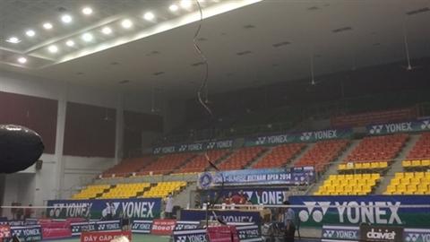Sập trần nhà thi đấu Phan Đình Phùng, VĐV chạy tháo thân