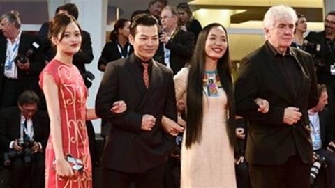 'Đập cánh giữa không trung' đạt giải Phim hay nhất ở Venice