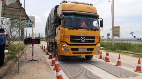 Loạt xe siêu tải lọt trạm cân 6 tỉnh mới bị bắt