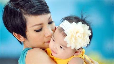5 bà mẹ đơn thân quyến rũ của showbiz Việt