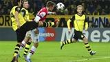 """""""Chân gỗ"""" Welbeck mờ nhạt, Arsenal thua thảm Dortmund"""