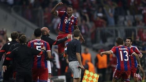 Barca thắng nhọc, Man City thua đau
