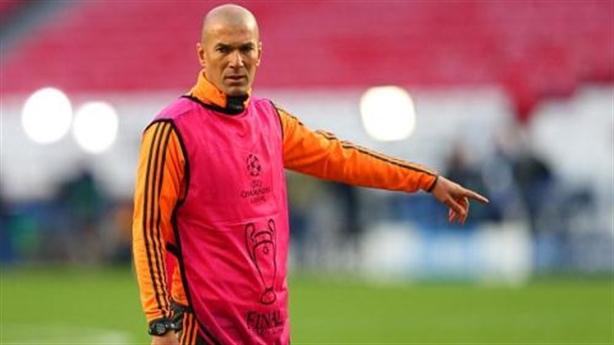 Zidane có thể bị cấm hành nghề, M.U phải chi 1 tỉ bảng để có CR7