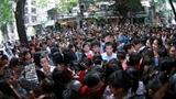 Người Việt xài sang: Xếp hàng dài chờ Iphone 6 tại Singapore
