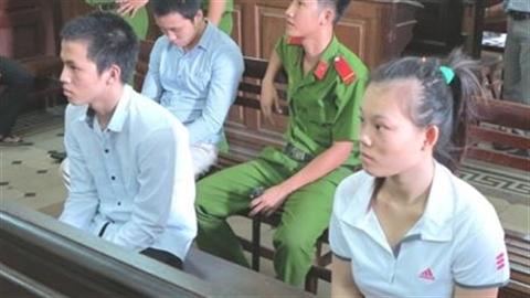 Chấn động cô gái 23 tuổi mang tội hiếp dâm