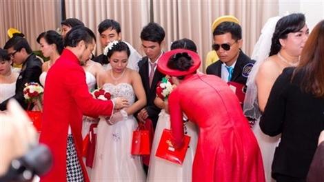 Gia đình Hùng Cửu Long tổ chức đám cưới cho 20 cặp đôi khuyết tật