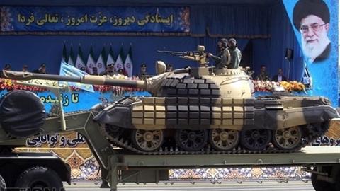 Quân đội Iran khoe cơ bắp trong lễ duyệt binh