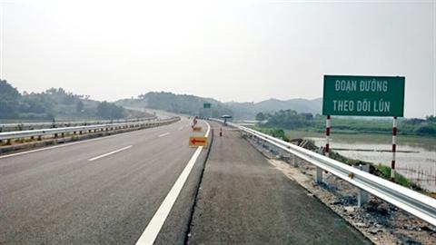 Cao tốc Nội Bài - Lào Cai vẫn còn nhiều điểm nứt, lún