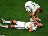 "Đòi bắt ""chuồn chuồn"" sau pha va chạm tại World Cup"