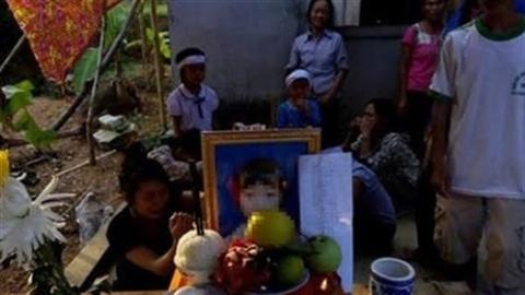 Bé lớp 3 chết vì đói và 800 tỷ biên soạn SGK