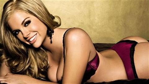 Kayla Collins hứa thưởng sex cho Ashley nếu Roma sống sót
