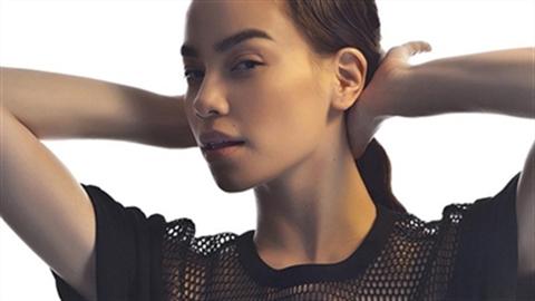 Hồ Ngọc Hà cá tính với trang phục Pop Art của NTK Công Trí