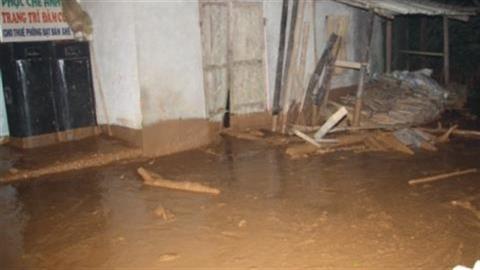 Lại vỡ đập hồ chứa bùn thải quặng
