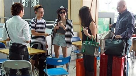 Thu Minh, Trang Pháp thân thiết ở sân bay