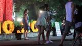 Nam thanh nữ tú Thủ đô kéo nhau đi chơi đèn