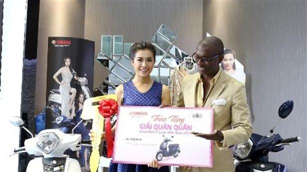 Top 3 Elite Model Look Việt hạnh phúc với Yamaha Grande